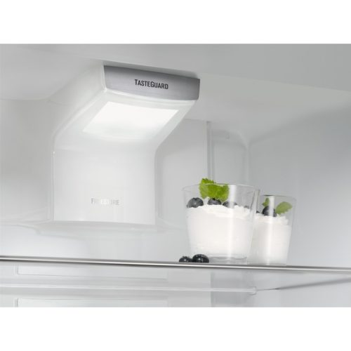 Integreeritav külmik Electrolux ENN2854COW jäävaba freestore